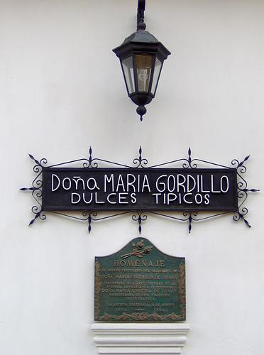 Doña María Gordillo Sign