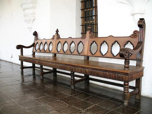 City Hall bench - Banca en la muni