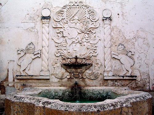 Santiago fountain and emblem