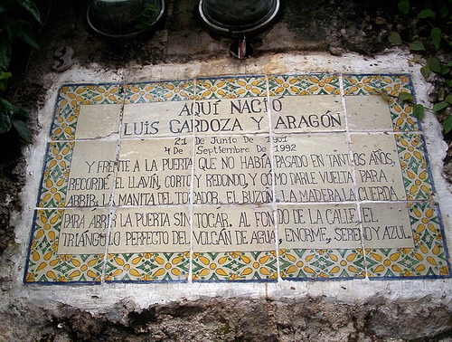 Plaque at Luis Cardoza y Aragón's House in La Antigua