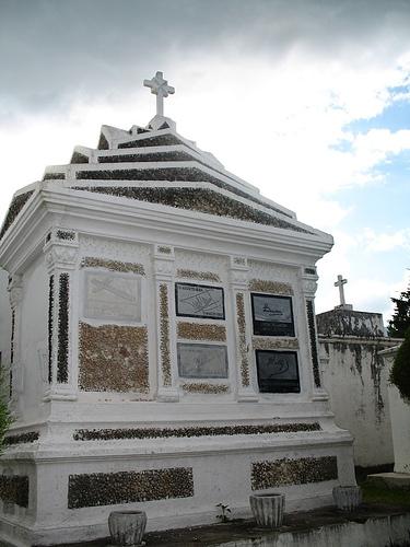 Mausoleum in San Lázaro Cemetery