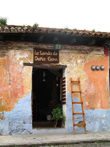 La Tienda de Doña Gavi Sign