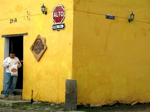 Yellow Corner 1a calle poniente