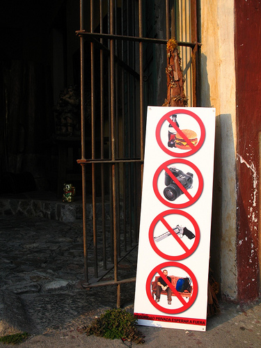 Signs: Only in Guatemala