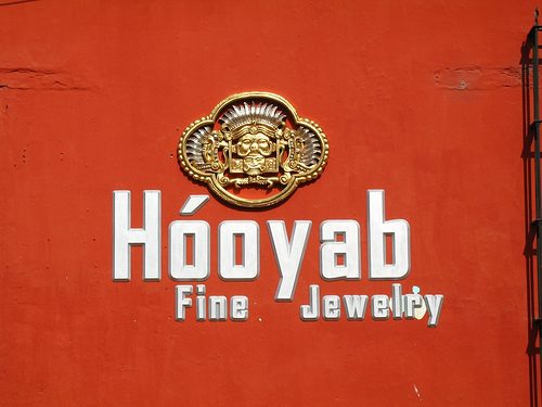 Hooyab Fine Jewelry Sign