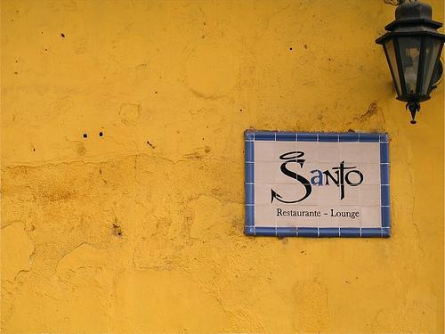 Santo Restaurante Lounge Sign