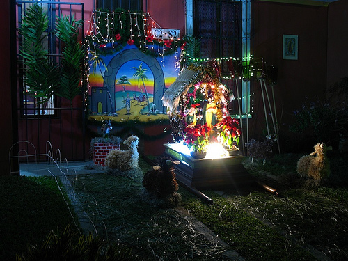 Guatemalan Christmas Decorations: Las Posadas