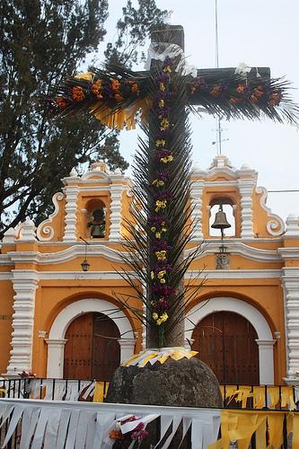 Día de La Santa Cruz en Antigua Guatemala