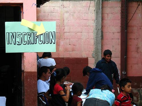 Escuelas Abiertas: Inscripción Sign
