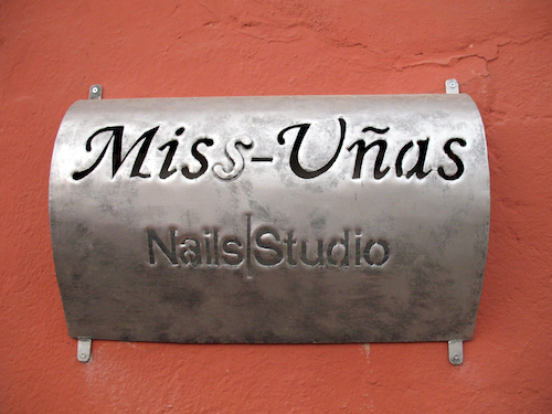 Miss Uñas Sign