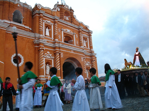 Antigüeños Love Processions