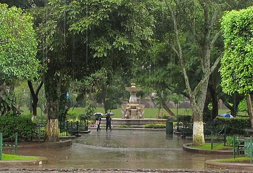 Llanto sobre la ciudad colonial by  Rudy Girón