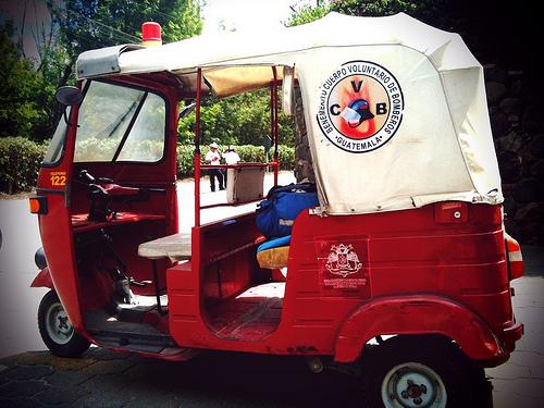 Unidad Tuctuc de los Bomberos Voluntarios de La Antigua by Rudy Girón