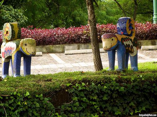 Garden Art: Monkey Sculptures Do by Rudy A. Girón