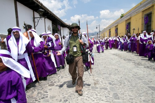Photographing the Holy Week in Antigua Guatemala by Leonel -Nelo- Mijangos
