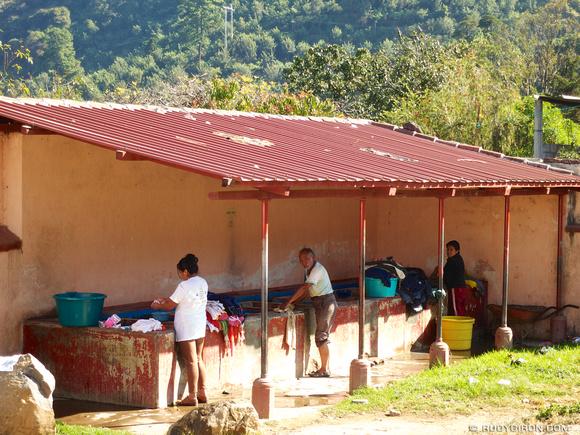 Rudy Giron: AntiguaDailyPhoto.com &emdash; Laundry Day in San Juan del Obispo