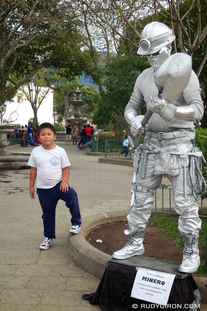 Rudy Giron: AntiguaDailyPhoto.com &emdash; Miner Silver Costume at Central Park
