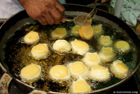 Rudy Giron: AntiguaDailyPhoto.com &emdash; Preparando buñuelos