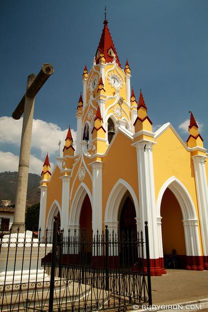 Rudy Giron: AntiguaDailyPhoto.com &emdash; Iglesia gótica de San Felipe de Jesús