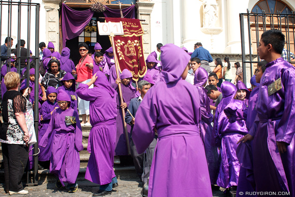 Rudy Giron: AntiguaDailyPhoto.com &emdash; Perpetuating The Holy Week Traditions in Antigua Guatemala 2