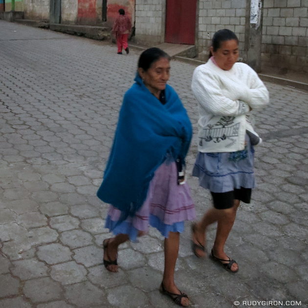 Rudy Giron: Instagrams &emdash; Señoras de Ciudad Vieja