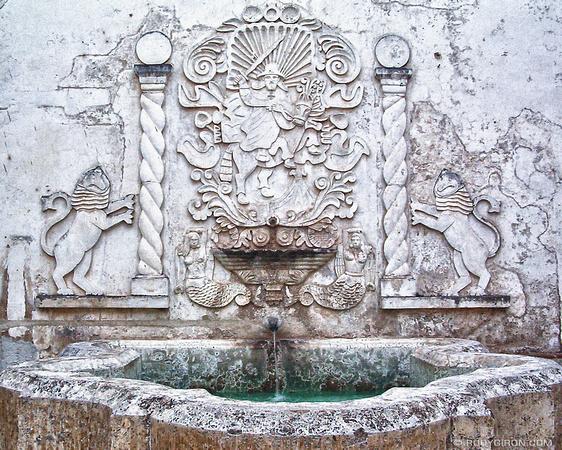 Rudy Giron: AntiguaDailyPhoto.com &emdash; Santiago Emblem Bucaro Fountain