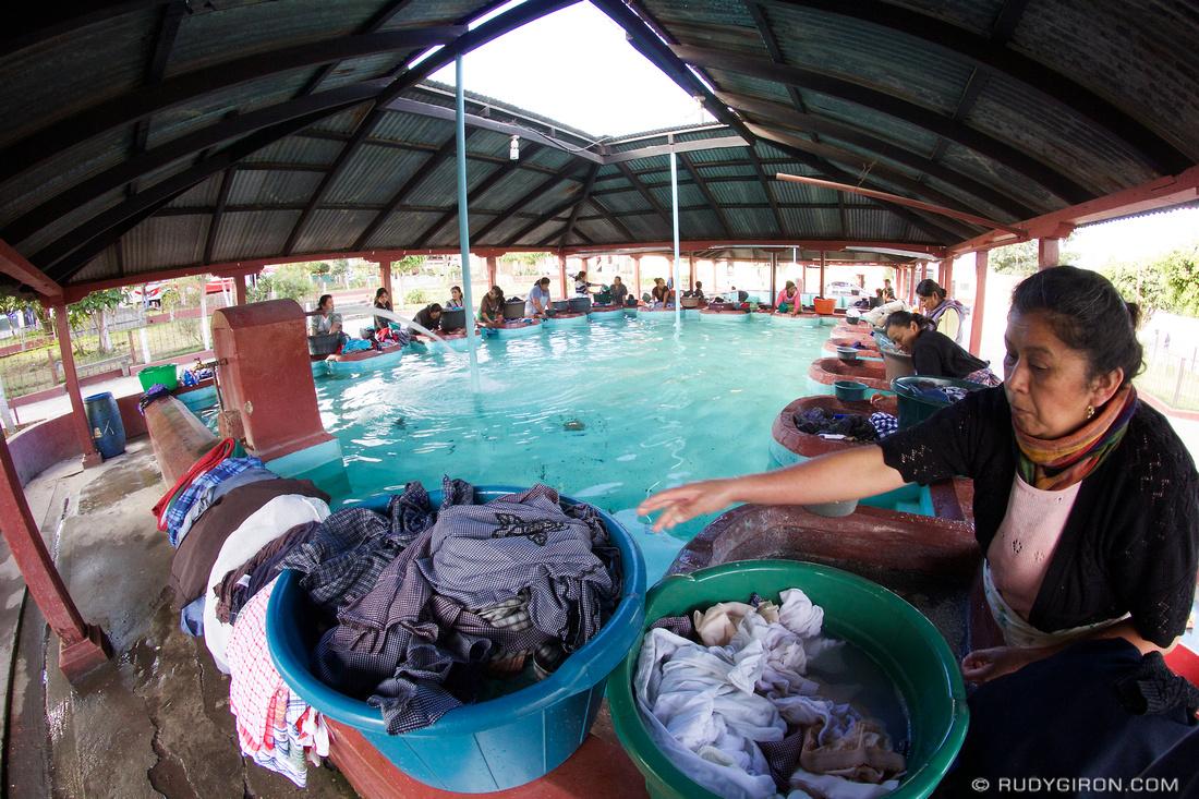 Rudy Giron: AntiguaDailyPhoto.com &emdash; Guategrams: Every Day is Laundry Day