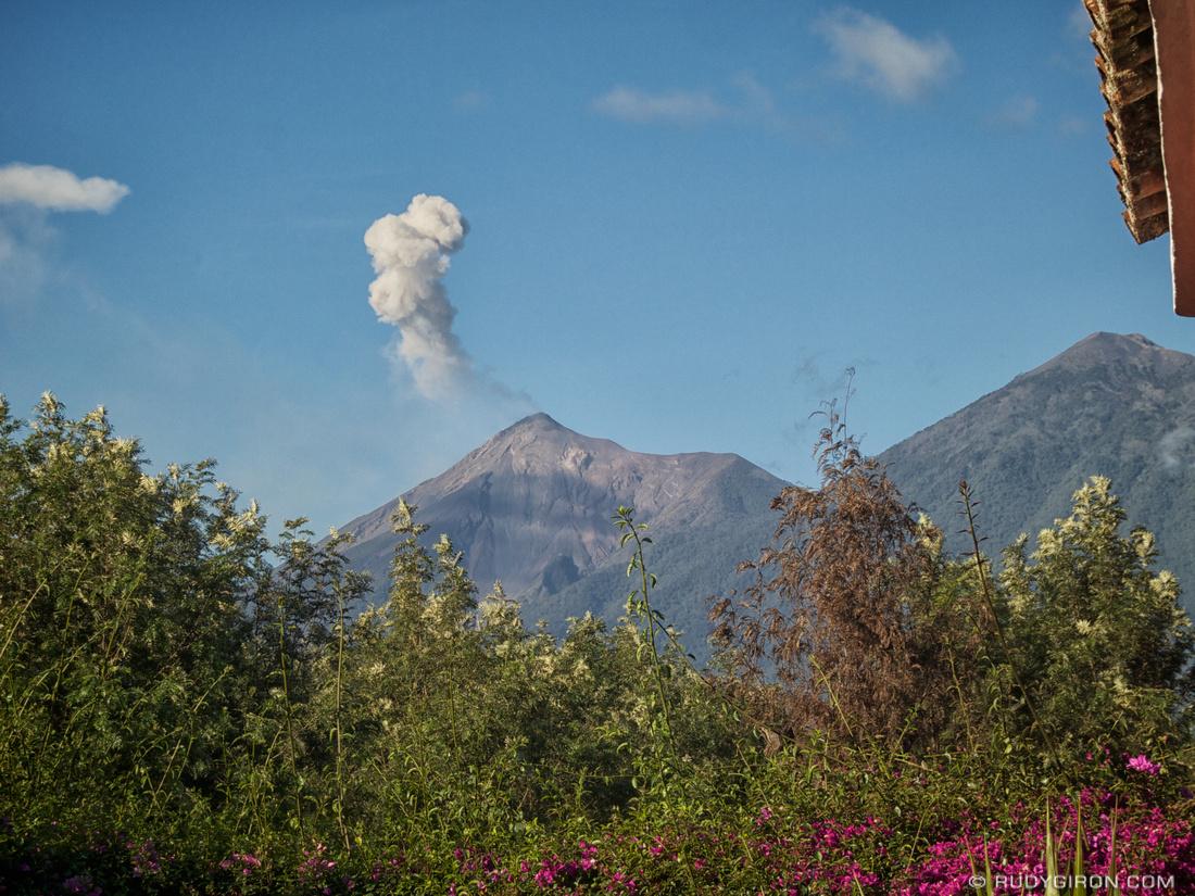 Rudy Giron: AntiguaDailyPhoto.com &emdash; Fuego con constante actividad