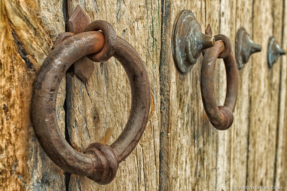 Rudy Giron: Antigua Guatemala &emdash; Rustic Door and Door Handles