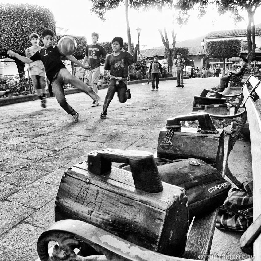 Rudy Giron: Instagrams &emdash; Shoe-shine Kids: La Chamusca