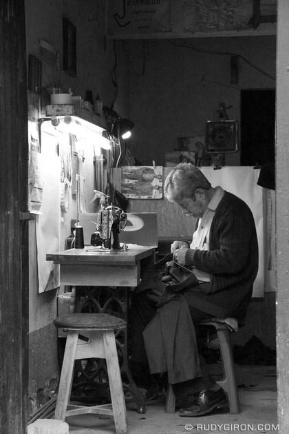 Rudy Giron: Antigua Guatemala &emdash; Typical Guatemalan Tailor Shop