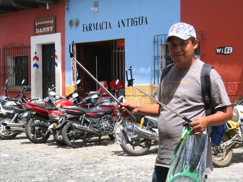 Rudy Giron: Antigua Guatemala &emdash; The Selfie-stick has arrived to Antigua Guatemala