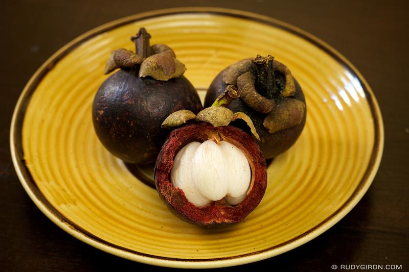 Rudy Giron: Antigua Guatemala &emdash; Guatemalan Food: Mangostin