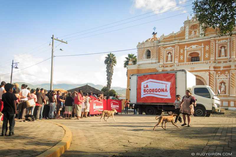 Rudy Giron: Antigua Guatemala &emdash; Delivering Xmas Baskets in San Pedro Las Huertas