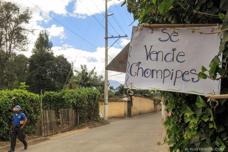 Rudy Giron: Antigua Guatemala &emdash; Se vende chompipes