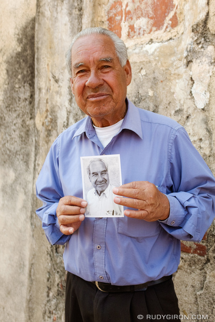 Rudy Giron: Antigua Guatemala &emdash; Giving Portrait Prints as Gifts
